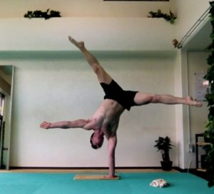 Ryan Hurst doing a one hand stand