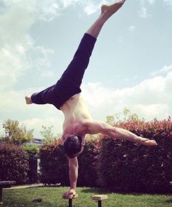 Ryan Hurst doing a ne hand stand