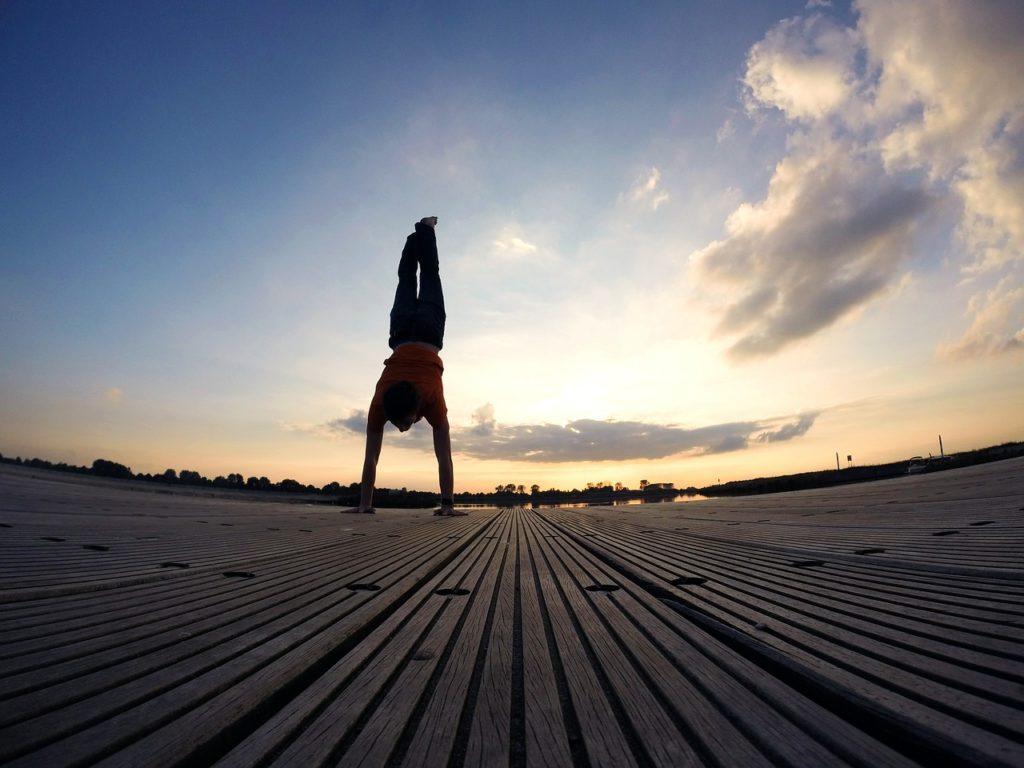 handstand-544373_1280