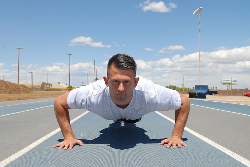 800px-Airman_doing_pushup