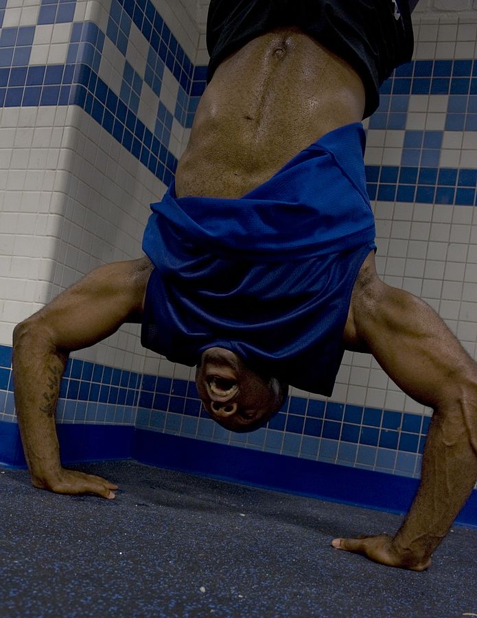695px-Handstand_pushup